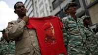 Maduro askerlere 'sokağa çıkma' emri verdi, ordu bağlılık yemini etti