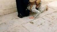 Foto: Iraklı Asker IŞİD İle Savaşmaya Gitmeden Önce Annesinin Ayaklarını Öpüyor