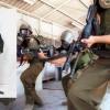 Filistinli Bir Esir İsrail Polisini Bıçakladı