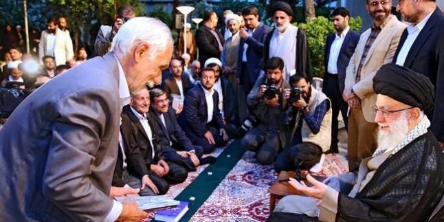 Foto: İranlı şairler, Dünya Mustazafları Rehberi'yle görüştüler