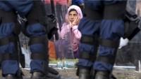 Türkiye Suriyeli mültecilerin üzerine gerçek mermi sıkıyor