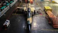 """İran'ın ilk yerli uçağı """"Kevser""""in seri imalatı başladı"""
