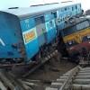 Hindistan'da tren kazası: En az 24 ölü