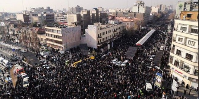 Foto: Ayetullah Haşimi Rafsancani'nin cenaze törenine halktan yoğun katılım