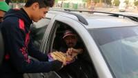 Gazzeliler Kudüs'teki Eylemin Ardından Sokaklarda Tatlı Dağıttı