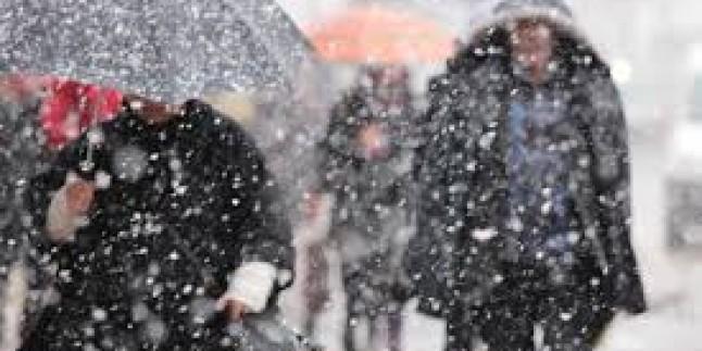 """Kar yağışı """"zorunlu"""" eğitimi durdurdu…"""