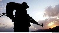 Orduevinde nöbet tutan asker intihar etti