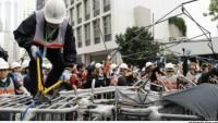 Hong Kong'da gösteri alanları boşaltılıyor