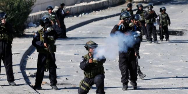 Askerler mülteci kampına baskın düzenledi