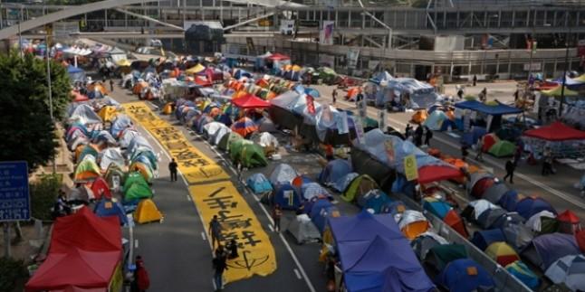 Hong Kong'da göstericileri dağıtmak için 3 bin polis görev alacak