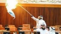Korsan İsrail Bayrağını Yakan Bahreyn'li Vekilin Görevine Son Verildi…