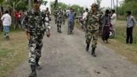 Hindistan'da 105 bin kişi yerinden oldu