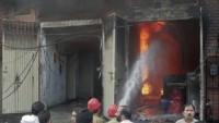 Pakistan'da Çıkan Yangında İlk Belirlemelere Göre 12 Kişi Hayatını Kaybetti…