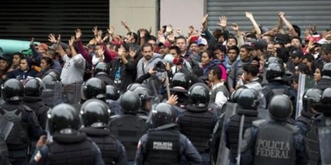 Meksika'da Kaybolan 43 Öğrenci İçin Protesto Gösterileri Yapıldı…