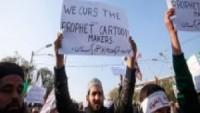Pakistan Halkı da Charlie Hebdo'nun Edepsizliğine Karşı Gösteriler Düzenledi…