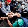 Bangladeş'te Seçimin Yıldönümü Sebebiyle Düzenlenen Gösterilerde En Az 25 Kişi Öldü…