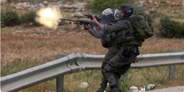 Siyonist İşgal Güçlerinin El-Halil'de Açtığı Ateş Sonucunda Filistinli Bir Genç Yaralandı…