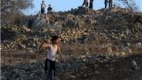Nablus'un Güneyinde 2 Filistinli Genç İşgalci Askerlerin Ateşiyle Yaralandı…