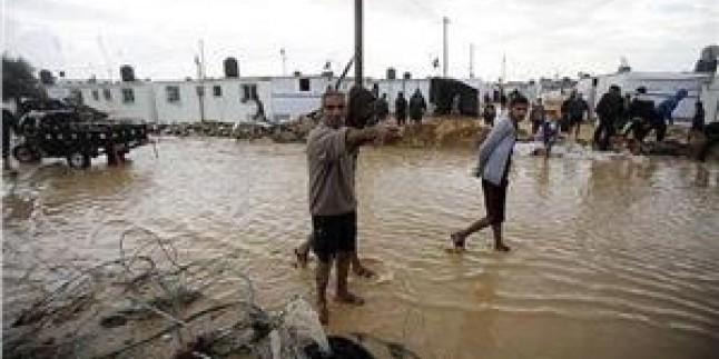 Yağmur Suları Han Yunus'un el-Kirfanat Mahallesini Bastı