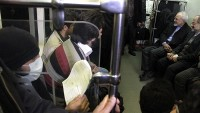 İran İslam Cumhuriyeti Dışişleri Bakanı Zarif, Temiz Hava Günü'nde İşe Metroyla Gitti…