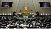 """İran meclisi """"Kahrolsun Amerika"""" sloganları ile inledi"""