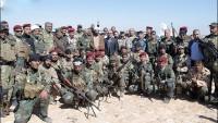 Foto: İmam Ali Türbesi Yetkilileri Necef Çölünde Gönüllü Halk Birliklerini ve Irak Askerlerini Ziyaret Etti…