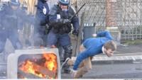 Fransa'da polis ile Fransa halkı arasında çatışma çıktı