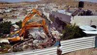 İsrail, Filistinlilerin barakalarını yıktı.