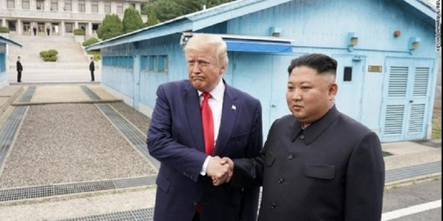 Trump ve Kim Jung Un, Üçüncü Kez Görüştü