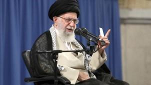İmam Hamanei: İran İngiltere'nin korsanlığını yanıtsız bırakmayacaktır
