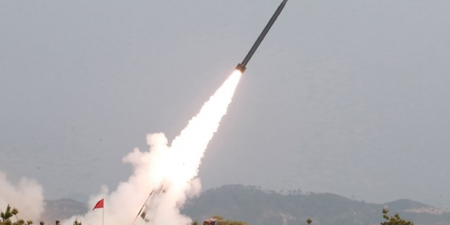 Kuzey Kore 3 balistik füze denedi