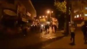 Filistinli gençler siyonist israil askerlerine sokaklarda karşılık verdi
