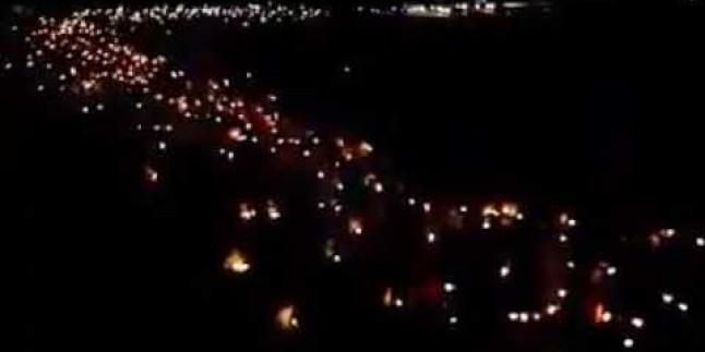 Bahreyn'de gündüz definine izin verilmeyen şehit cenazeleri gece meşale yürüşüyü ile defnedildi