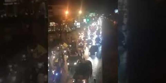 İsrail'e yapılan saldırı sonrasında Beyrut Hava limanı yolundaki kutlamalar…