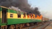 Pakistan'da tren faciası: En az 62 kişi hayatını kaybetti