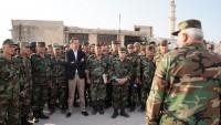 Beşşar Esad İdlib'in Güneyindeki Askerleri Ziyaret Etti