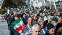 İran halkı meydanlara dökülerek isyancıları kınadılar