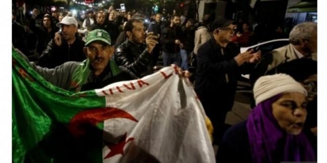 Cezayir'de onlarca muhalif gözaltına alındı