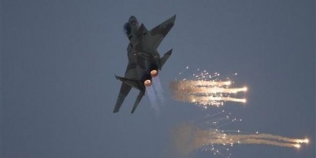 Gazze Direnişçileri Gazzeyi Bombalayan Siyonist Uçaklardan Birini Uçaksavar Füzelerle Vurarak Yaraladı