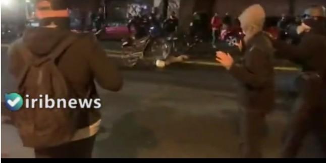ABD Polisi Eylemcinin Başının Üzerinden Bisikletle Geçti