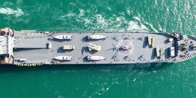 Amiral Tengsiri: Devrim Muhafızları, İran'ın deniz sınırlarını her daim korumaya hazır