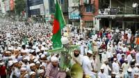 Macron'un ırkçı tutumlarına karşı Bangladeş'te insanlar sokağa döküldü