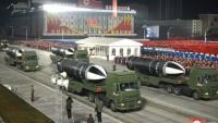 Kuzey Kore ilk kez yeni balistik füzelerini gösterdi