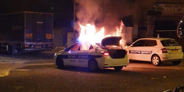 Filistinli Mücahitler Haifa'da siyonistlere ait polis aracını yaktı