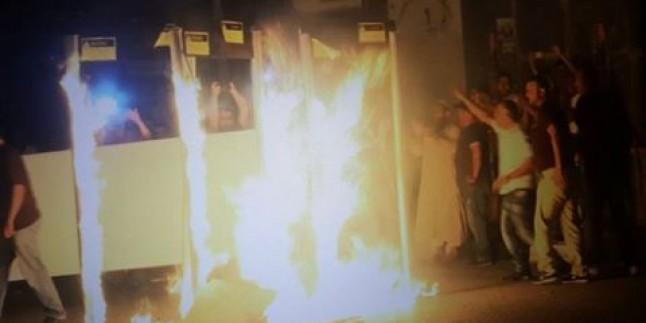 Foto: Beytlahim'de Siyonist İsrail Güçlerinin yerleştirdiği dedektörler, Filistinli Direnişciler tarafından yakılıyor.