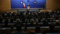 Ruhani: Milletin temsilcileri olarak halkın isteklerini uygulamamız gerekir