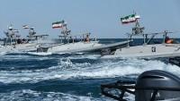 Fars körfezinde İran tekneleri ile Amerikan filosu karşı karşıya geldi