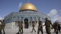 İsrailli askerler Mescidi Aksa'ya girdiler