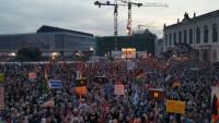 Almanya'da ırkçılık karşıtı gösteri düzenlendi