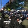 Berlin'de polisle radikal solcular çatıştı: 123 polis yaralı